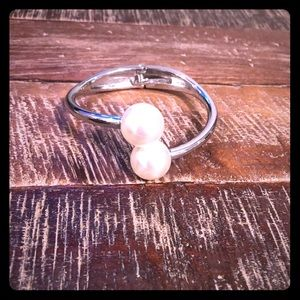 Silver bracelet with oversized pearls